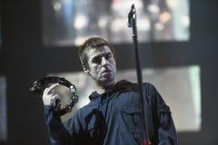 Liam Gallagher que se realiza en etapa durante el festival de música de la salida fotos de archivo libres de regalías