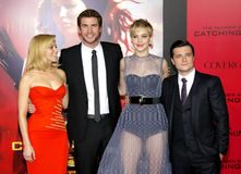 Liam Hemsworth, Elizabeth Banks, Jennifer Lawrence y Josh Hutcherson fotos de archivo