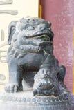 LIAONING, CHINA - 01 Augustus 2015: Standbeeld bij het Herenhuis van Hofmaarschalkzhang stock foto
