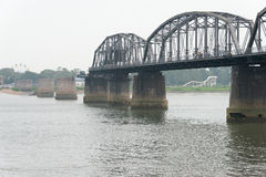 LIAONING, CHINA - 28 de julho de 2015: Ponte curto do Rio Yalu um famoso Foto de Stock Royalty Free