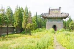 LIAONING, CINA - 3 agosto 2015: Mausoleo di Dongjing un hist famoso fotografie stock