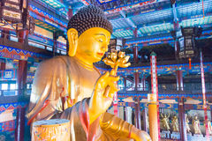 LIAONING, CINA - 3 agosto 2015: Statua di Budda al tempio di Guangyou Immagini Stock