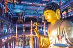 LIAONING KINA - Augusti 03 2015: Budda staty på Guangyou tempel S Royaltyfri Fotografi