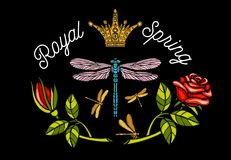 A libélula, borboleta, mola, coroa da abelha das rosas floresce o bordado Fotos de Stock