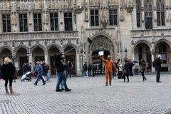 Libérez les étreintes à l'endroit central à Bruxelles, Belgique photographie stock libre de droits