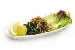 Libanesisk mat av Cooked hindbeh med den stekte löken och citronen Arkivfoton