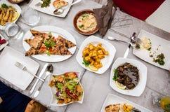 Libanesisk mat på restaurangen Arkivbild
