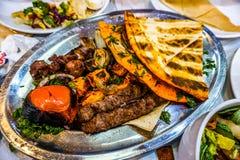 Libanesiskt grillat kött 02 arkivfoto
