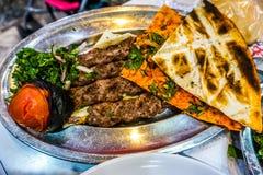 Libanesiskt grillat kött 03 arkivfoton
