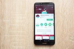 Libby, nadbiegu app na google play store stronie internetowej wystawiającej na Huawei Y6 2018 smartphone zdjęcia royalty free