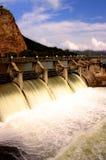 Liberação de água na parede da represa Imagem de Stock Royalty Free