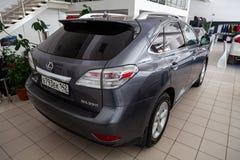 Libera??o de Gray Lexus RX350 2011 com um motor de 3 5 litros de vista traseira no estacionamento do carro no neg?cio ap?s a prep foto de stock royalty free