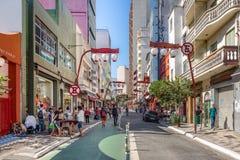Liberdade-Allee an japanischer Nachbarschaft Liberdade - Sao Paulo, Brasilien Lizenzfreie Stockfotos