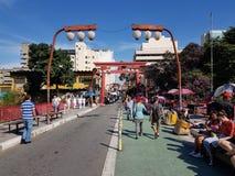Liberdadeweg bij van de het districtsbuurt van Liberdade de Japanse Poort van Torii São Paulo, Brazili? stock fotografie