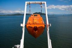 Libere el bote salvavidas de la caída Fotografía de archivo