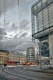 Liberec, Τσεχία - 20 Ιανουαρίου 2018: τα καροτσάκια και οι ράγες τροχιοδρομικών γραμμών στην πλατεία Soukenne Namesti με Bata στε Στοκ εικόνα με δικαίωμα ελεύθερης χρήσης
