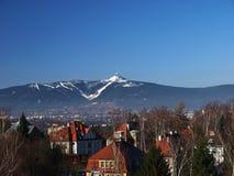 Liberec con la montagna Jested Fotografie Stock Libere da Diritti