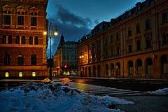 Liberec, Tschechische Republik - 20. Januar 2018: leere Zelezna-Straße mit Ampeln in der Mitte von Liberec-Stadt zwischen Rathaus Lizenzfreie Stockbilder