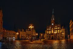 Liberec, Tschechische Republik - 20. Januar 2018: Namesti Dr. Benese-Quadrat mit historischem Neorenaissancegebäude des Rathauses Stockfotos
