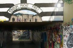 Liberec, tschechischer Repräsentant 16. August 2012 Straße graffity mit Lesung: Konsum-macht frei mit den Namen von Einkaufszentr Lizenzfreies Stockfoto