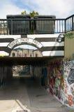 Liberec, tschechischer Repräsentant 16. August 2012 Straße graffity mit Lesung: Konsum-macht frei mit den Namen von Einkaufszentr Lizenzfreie Stockfotografie