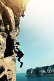 Liberi la scalata sola dello scalatore della donna Fotografie Stock