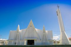 LIBERIA, COSTA RICA, JUNIO, 21, 2018: Vista al aire libre de la iglesia blanca hermosa de Liberia Guanacaste Costa Rica en magníf imagen de archivo libre de regalías