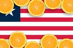 Liberia flagga i citrusfruktskivahorisontalram royaltyfria foton