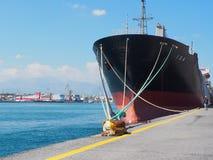 Liberiansk tankfartyg som ankras i den Heraklion Kreta Grekland Royaltyfria Foton
