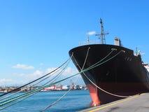Liberiansk tankfartyg som ankras i den Heraklion Kreta Grekland Arkivbild