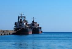 Liberianska tankfartyg som ankras i den Heraklion Kreta Grekland Arkivbilder