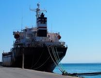 Liberianska tankfartyg som ankras i den Heraklion Kreta Grekland Arkivbild