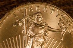 Liberity (Wort) auf gehender Goldmünze Vereinigter Staaten Stockfotografie