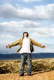 Libertà - teenager con le braccia con   Fotografie Stock Libere da Diritti