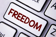 Liberté des textes d'écriture de Word Concept d'affaires pour sortir pendant des vacances, étudiants ayant la liberté pour aller  photographie stock
