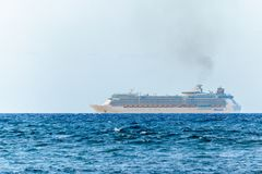 Libertad de Royal Caribbean del barco de cruceros Falmouth de salida, Jamaica de los mares fotos de archivo
