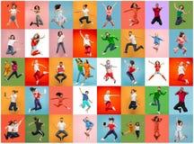 Libertad en la mudanza Mujeres jovenes bonitas y hombres que saltan contra fondo colorido fotografía de archivo libre de regalías