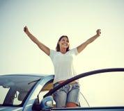 Libertad feliz de la mujer del coche Fotografía de archivo libre de regalías