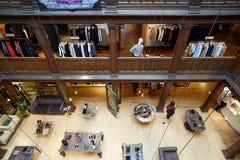 Libertad, interior de lujo de los grandes almacenes en Londres Imágenes de archivo libres de regalías