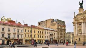 Liberty Avenue vicino al teatro dell'opera di Leopoli, quadrato del teatro, Leopoli, Ucraina Fotografia Stock Libera da Diritti