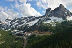 Liberty Bell et les flèches tôt d'hiver, cascades du nord Image libre de droits
