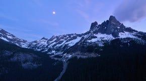 Liberty Bell et les flèches tôt d'hiver, cascades du nord Images stock