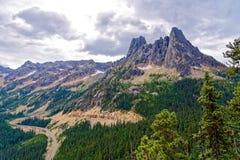 Liberty Bell Mountain och tidiga vintertornspiror Arkivbilder