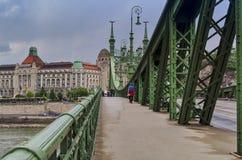 Liberty Bridge à Budapest images libres de droits