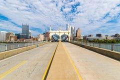 Liberty Bridge über dem Monongahela-Fluss in Pittsburgh, Pennsy Stockfotografie
