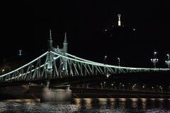 Liberty Bridge, Budapest, Hungría, noche Imagen de archivo libre de regalías