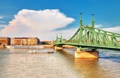 Liberty Bridge eller frihetsbro i Budapest, Ungern royaltyfria bilder
