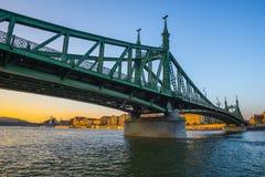 Liberty Bridge i Budapest, Ungern arkivbild