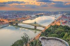 Liberty Bridge i Budapest, Ungern royaltyfria foton