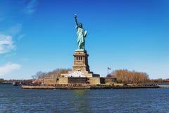 Liberty Island en Standbeeld in New York royalty-vrije stock fotografie